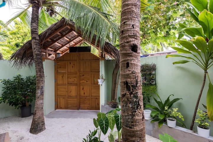 10 Rooms Tropical Villa - 40 mins boat from Male
