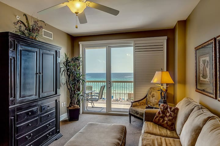 ** Gorgeous Oceanfront Beach Condo