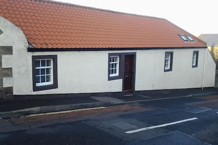 Charming cottage close to the beach - Dunbar
