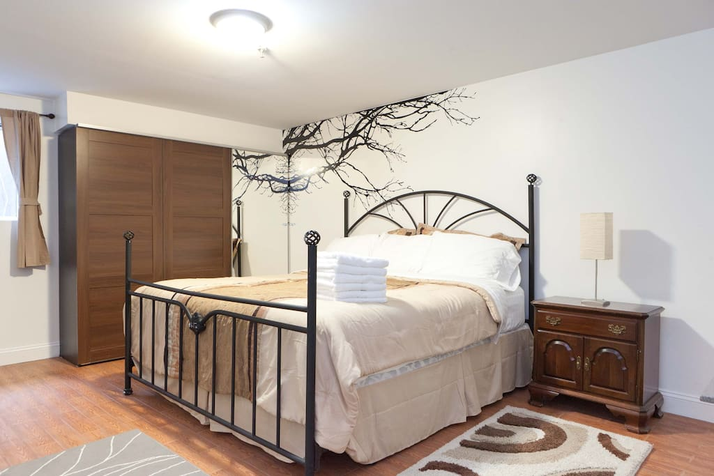 Gorgoues 2 bdroom duplex apartment appartements louer for Aki kitchen cabinets astoria ny