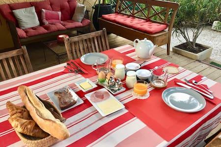 Chambre d'hôtes à CASSIS avec breakfast et parking