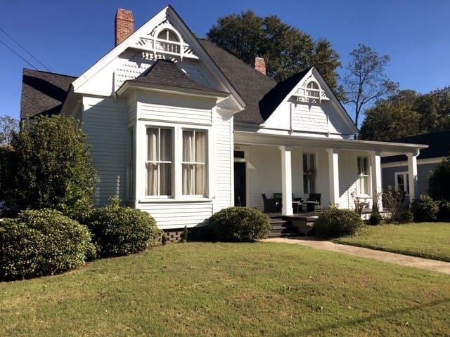 The Getaway on Floyd Street
