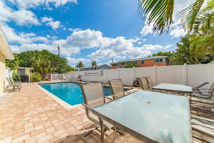 Anna Maria Island condo with heated pool, short walk from the beach