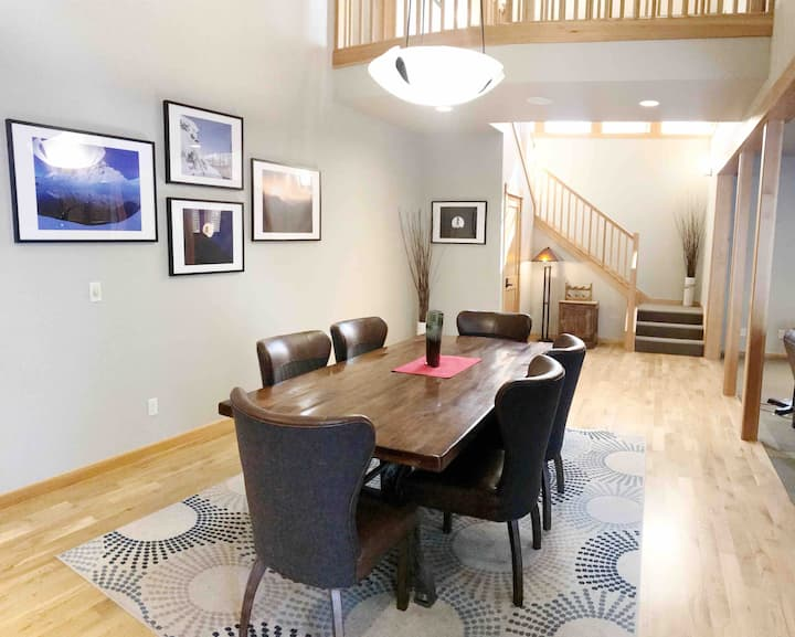Relaxing Townhouse w SHARC passes &Private Hot Tub
