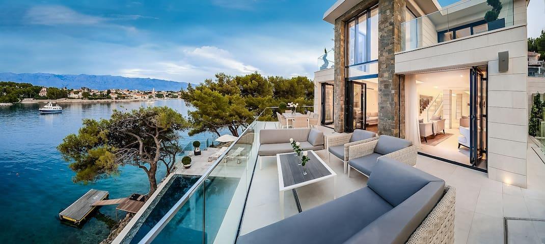 Villa Silent