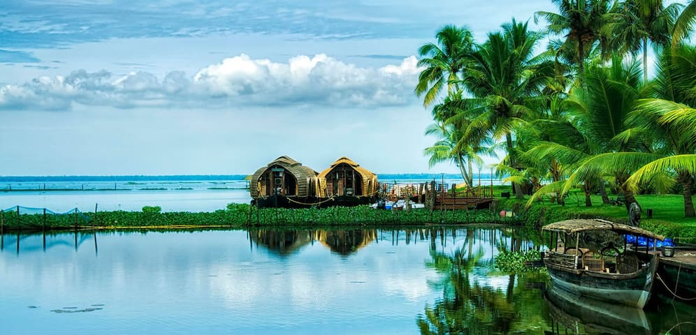 Lake side Non AC room @ Punnamada, Alleppey - Alappuzha - Bed & Breakfast