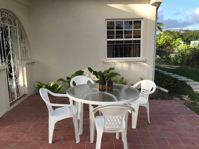 Apt 2 Palm Crest: REDUCED RATES ON MAY BOOKINGS! - Holetown - Daire