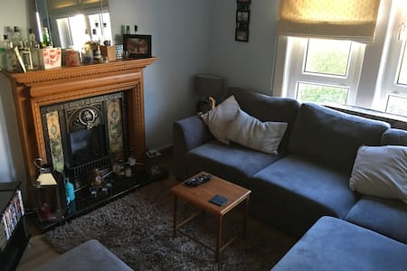 Spare room in homely flat - Glasgow - Lejlighed