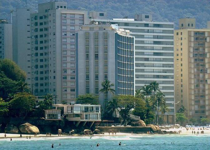 Guarujá, Pitangueiras iconic building on the beach