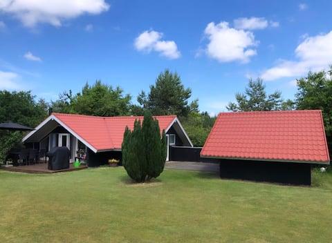 Skønt sommerhus tæt på Hjarbæk fjord