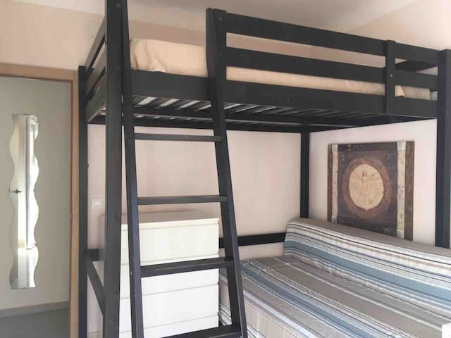 Double room with balcony. Alicante centre.