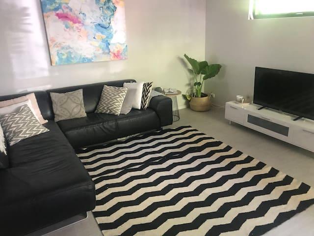 Gorgeous room near Perth CBD, UWA & the beach!