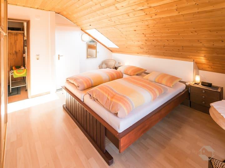 Haus Umbeer (Schömberg), Doppelzimmer mit Balkon, Dusche und WC