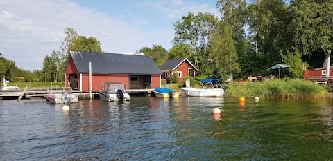 Charming little cottage in a lovely archipelago setting