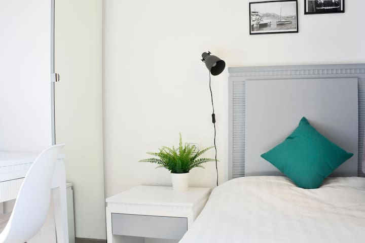 New and Modern Single Room (1PAX) - Gran Vía/Sol