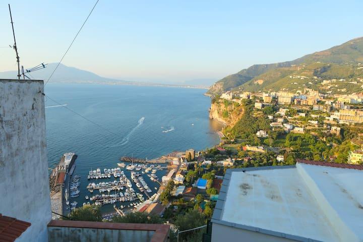 Maison Carmela. Appartamento vista golfo di napoli