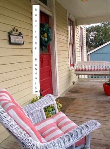 What a relaxing front porch!!