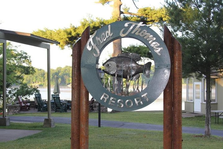 Fred Thomas Resort Lake View Cottage #1-A