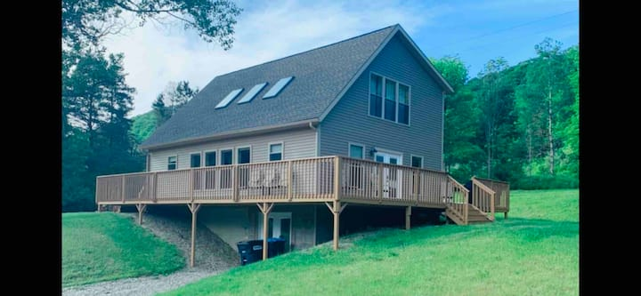 Brand new custom, cozy, secluded cabin by resorts!