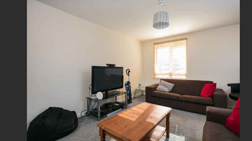 Cosy room with sky Q close to Tameside hospital