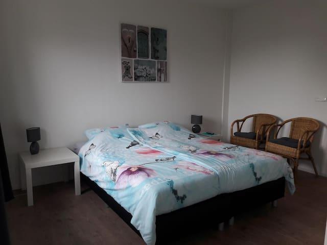 slaapkamer 1, eventueel kan hier een 3e bed bijgezet worden.