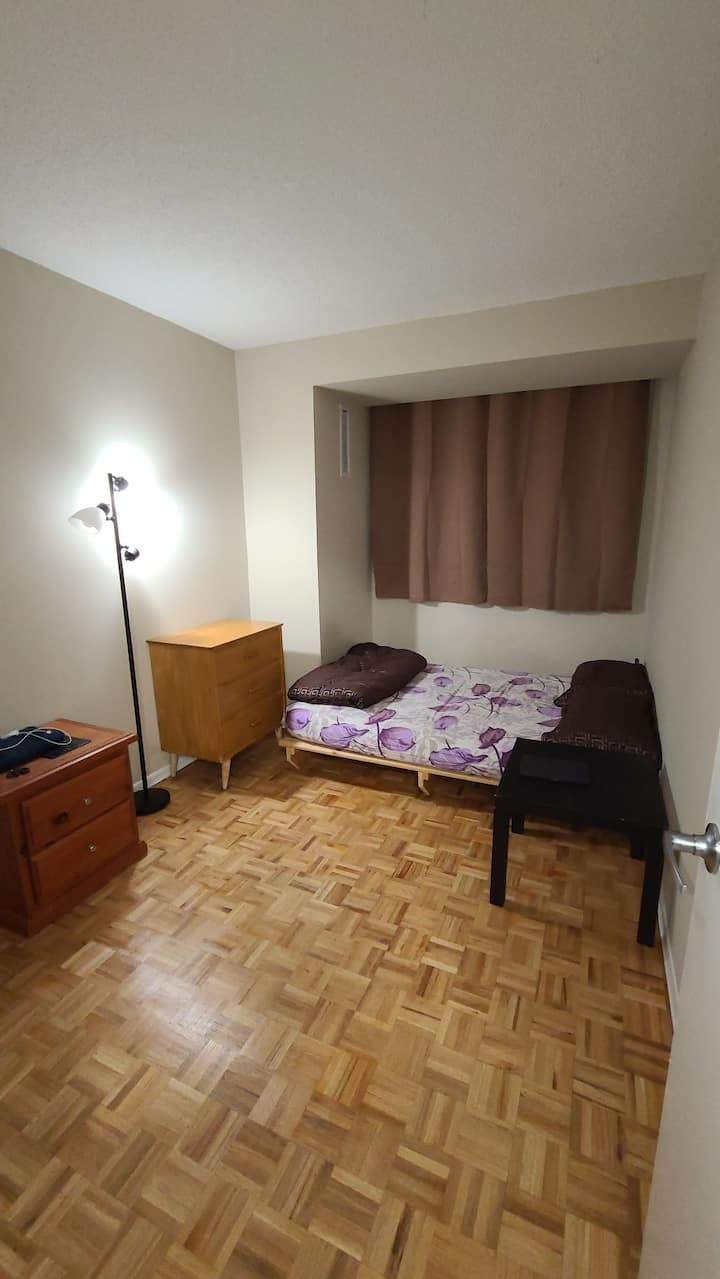 Affordable private room in Brampton