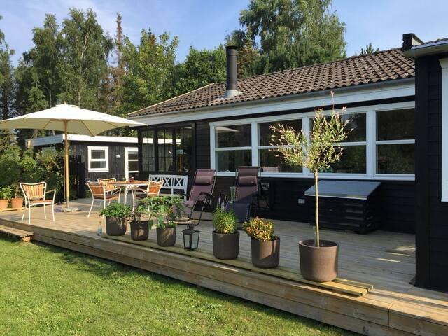 Sommerhus med hyggelig stemning.
