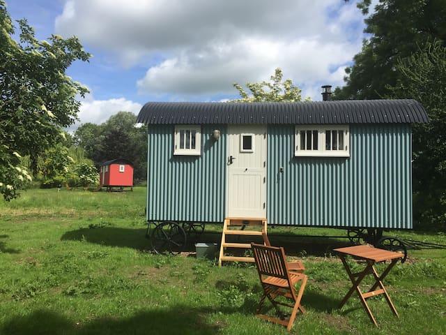 Sage Shepherd Hut in peaceful, rural Suffolk