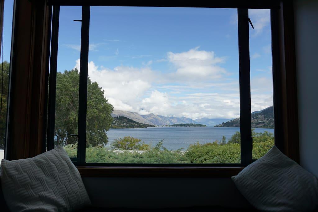 Wicked Lake Wakatipu views.