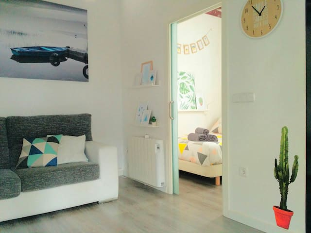 Charming and bright attic in Cascorro Square - Madrid - Flat