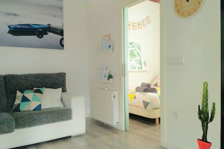 Charming and bright attic in Cascorro Square - Madrid