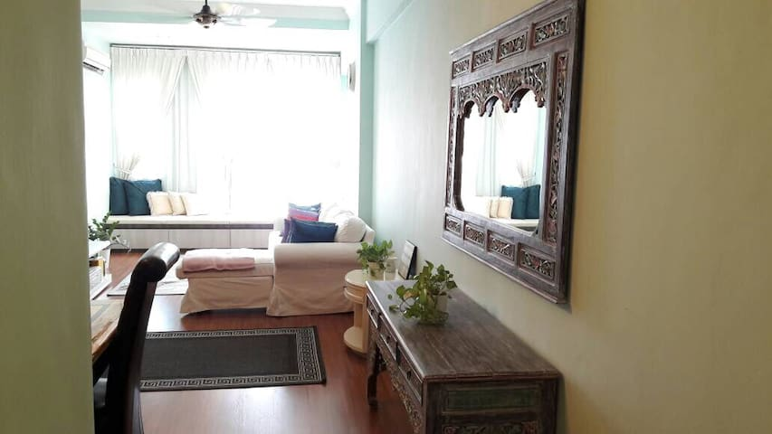 2 BR Apt  nxt to LRT STation