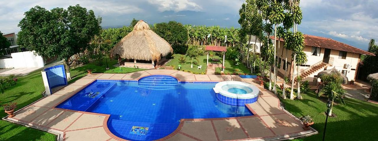 Villa with swimming Pool, close Parque del Cafe - Pueblo Tapado - Lejlighed