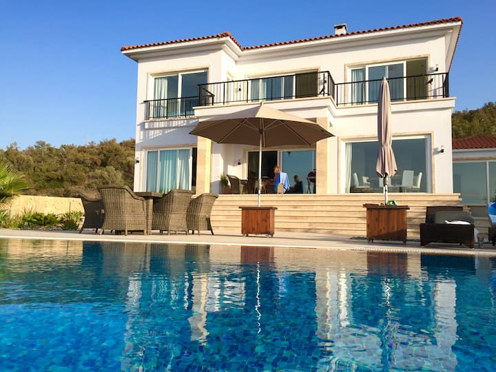 Luxurious sea view villa with large infinity pool
