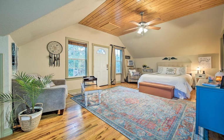 Backbone Bungalow in the heart of the hill country