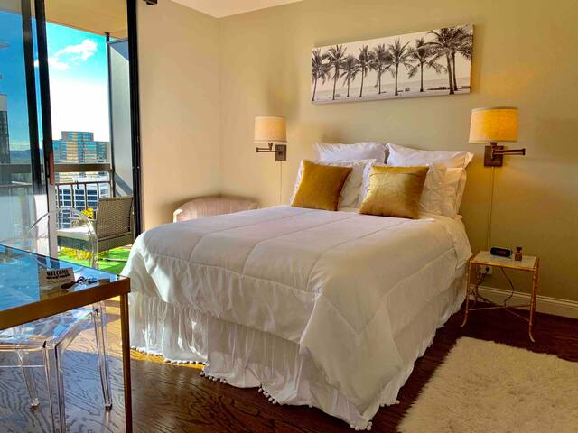Comfy, Bright, & Beautiful - Buckhead private room