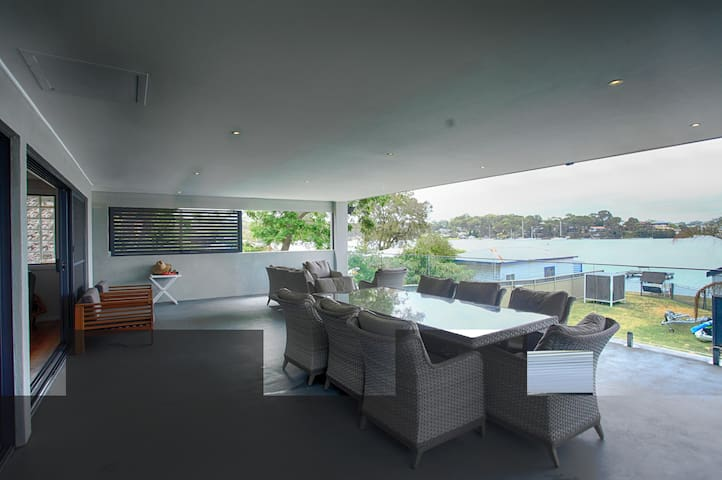 Lake Maquarie Luxury Waterfornt House