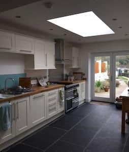 Period three storey stone house - Wells - Huis