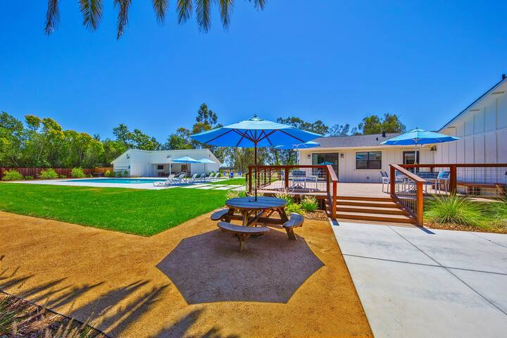 The Ranch House-4 Bedroom, 3.5 Bathroom House, Sleeps 8. Minutes from the Sonoma Square. Beautiful backyard with pool, hot tub, hammocks and many more outdoor activities