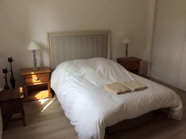 Chambre confortable à la campagne - Mortefontaine - Pensió