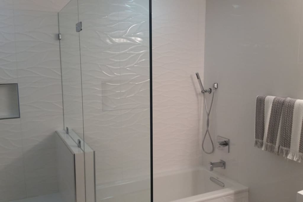 Private shower/bath en suite