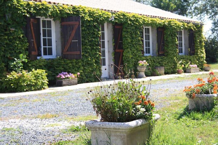 Beau gîte charentais - Loire-les-Marais - Οικολογικό κατάλυμα