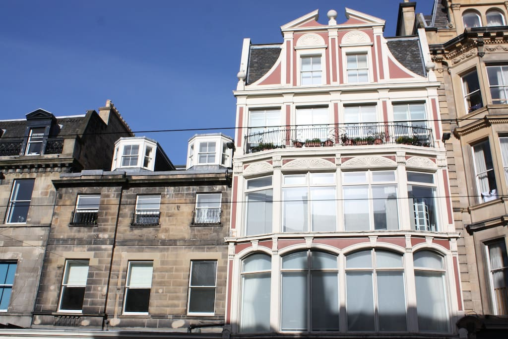 Iconic historic building in the centre of Edinburgh - beautifully converted to apartments in 2012