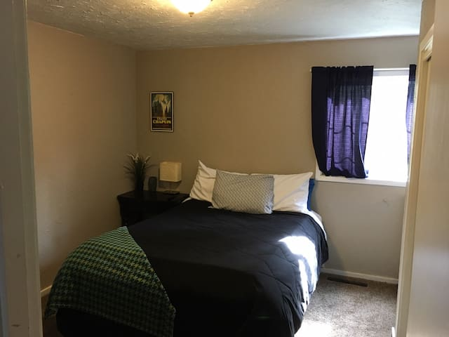 Private bed/bath downtown - Cedar City - Ev
