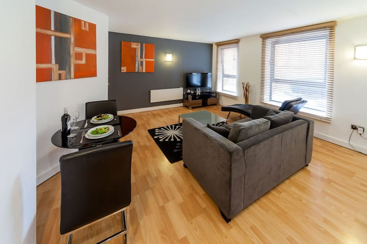 Stylish One Bedroom Apartment West One