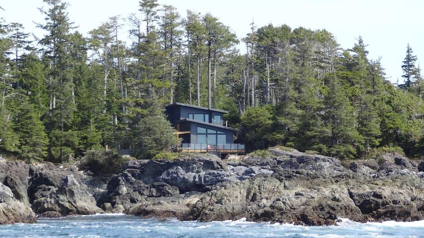 Odyssey Shores Guest Suite: Oceanfront w/Sauna