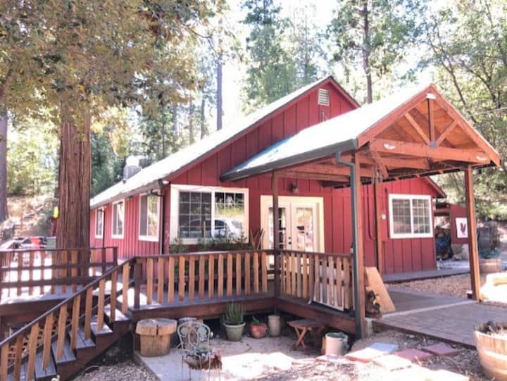 Family Retreat Lodge- Private 2-bdrm Apartment