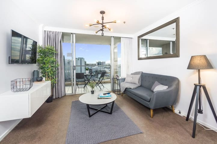 Gorgeous Flat across Central Station w City Views