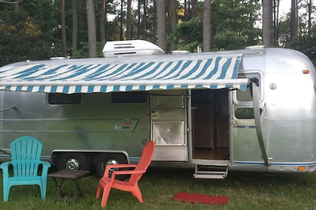 Vintage Airstream - Gloucester Courthouse - Trailer