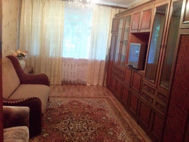 2-х комнатная:) квартира с раздельными комнатами - Donetsk - Leilighet